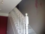 Escalier blanc cassé