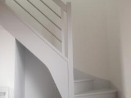 Escalier laqué gris
