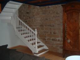 Escalier blanc cassé et vernis