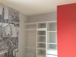 Papier peint M Perswall & teinte atomic red Little Greene